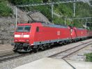 DB 185 133-6 vor einem leeren Tonerdezug in Hohtenn (BLS Südrampe)