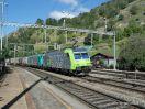 BLS Cargo 485 018-6 in Doppeltraktion mit einem Güterzug südwärts durch Ausserberg