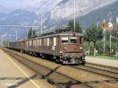 Ae 8/8 274 vor einem Güterzug in Kandersteg Gleis 1