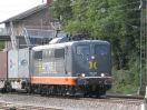 Hectorrail 162.005 'Herzog' wartet in Korntal auf Kreuzung (Rastatt Umleiter)